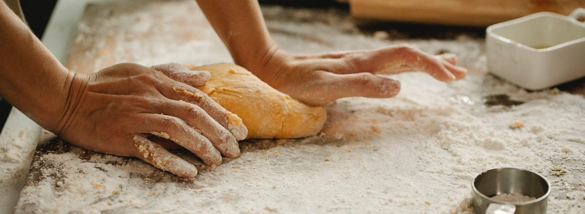 Jak upiec domowy chleb w pięciu krokach - 3 WAŻNE ZASADY